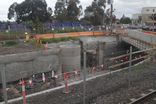 Constructing a pump station to extract stormwater from the railway cutting at Furlong Road