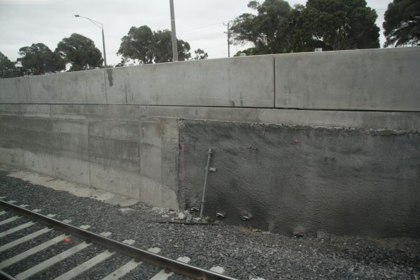Transition between in-situ concrete and shotcreted soil nailed retaining walls at the southernmost end of the cutting at St Albans