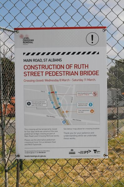 LXRA closure notice at the Ruth Street pedestrian bridge