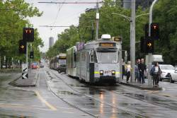 Passengers abandon stopped tram Z3.216 at St Kilda and Toorak Roads