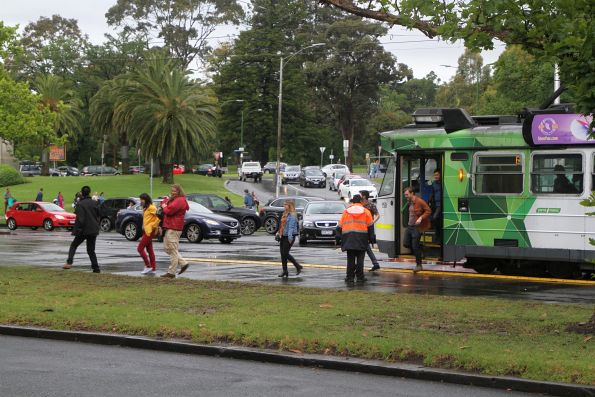 Passengers give up on tram Z3.158 at St Kilda Road and Coventry Street