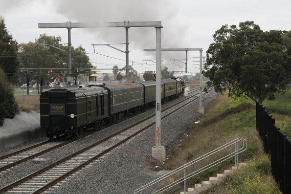 R711 leads the train out of St Albans on the down