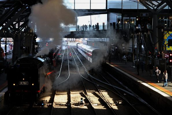 Running around the train at Southern Cross: R761 heads to the front