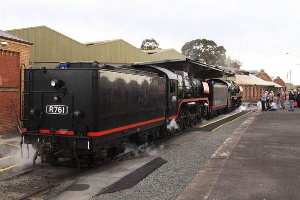 Shunting out of the depot at Bendigo to collect the rest of the train