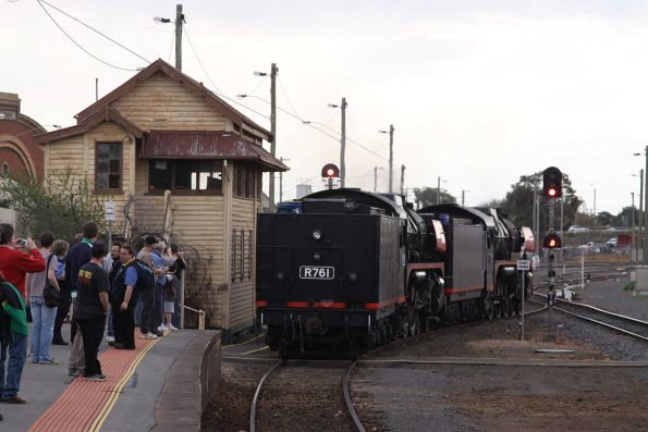 Shunting into Bendigo platform 2 ready to collect the rest of the train