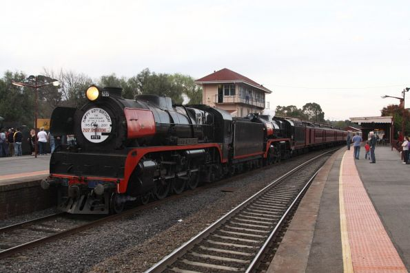 Waiting for departure time at Castlemaine: R707 leads R761