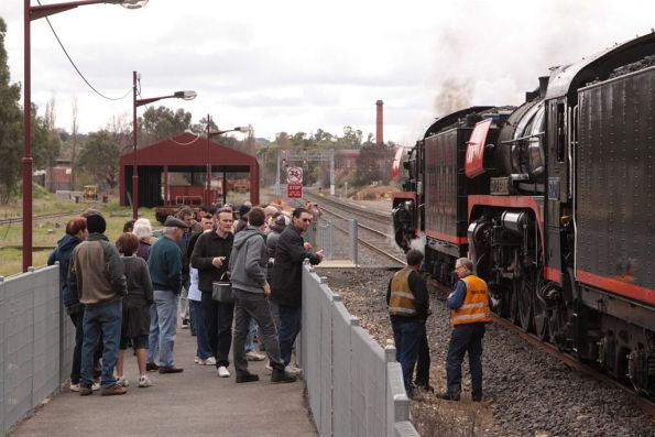 R761 and R707 before departure from Castlemaine
