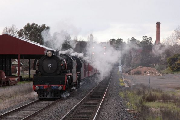 R707 leads R761 back into Castlemaine with the up train