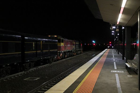 T395 leads P15 on an up Steamrail Christmas charter through Sunshine retruning from Kyneton