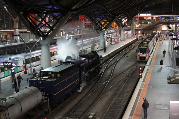R711 arrives into Southern Cross Station