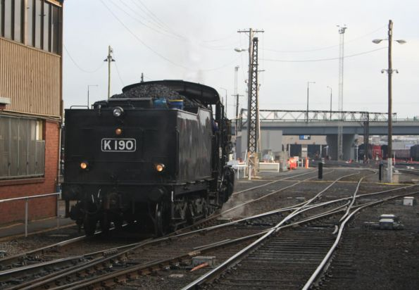 K190 running around the train at Southern Cross