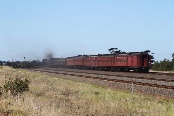 Tail end of the train as it approaches Werribee