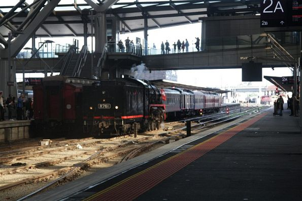 R761 running around train #1 at Southern Cross