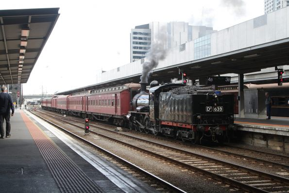 D3 639 arrives with train #2 at Southern Cross