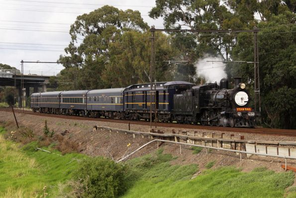 D3 639 leads an all-blue Steamrail consist from Newport to Southern Cross for the Good Friday Appeal fundraiser