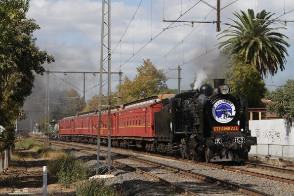 K153 in the lead departing Moonee Ponds bound for Craigieburn