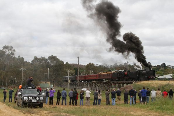 K190 fills the sky with black smoke as they put on a show at Winters Flat