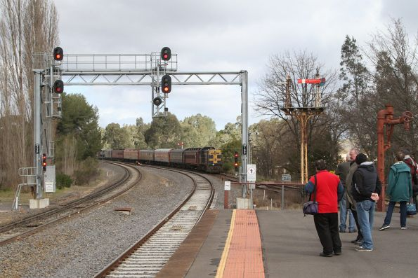 T395 trails the train out of Castlemaine, headed for the crossover onto the main line