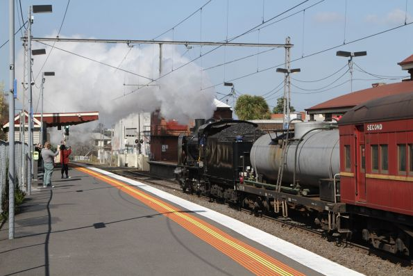 K153 on the tail of the train at Yarraville, headed from Newport to Southern Cross