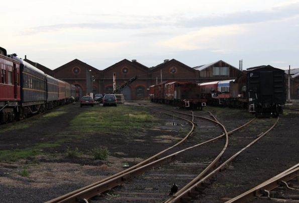 SRV Mildura train to the left, stabled 707 Operations carriages to the right