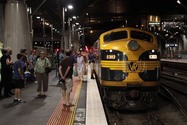 Arrival at Southern Cross with S303 in the lead