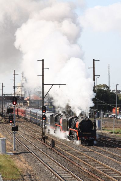 R761 leads out of Melbourne