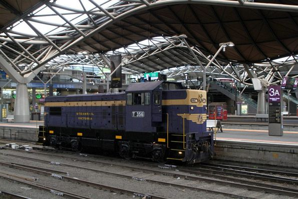 T356 runs around the train at Southern Cross Station
