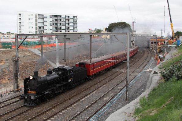 K153 leads through the cutting at Footscray