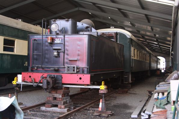 The tender for Rx207 up on blocks for repairs; various 500, 600 and 700 class steel carriages behind
