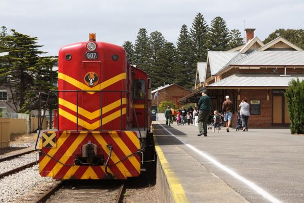 Locomotive 507 ready to depart Victor Harbor