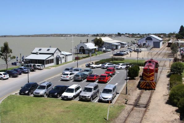 507 running around the train at Goolwa, with the wharf in the background
