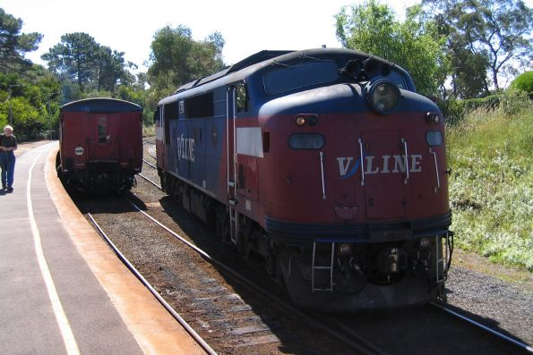 A70 running around the train on arrival at Stony Point