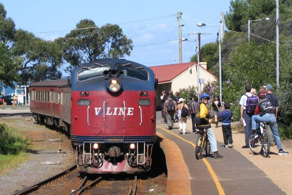 A70 ready to depart Stony Point on an up train