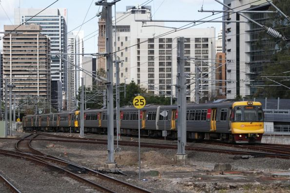 EMU86 arrives into Roma Street station bound for Cleveland