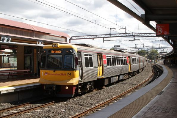 EMU74 arrives at Roma Street bound for Northgate
