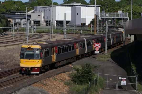 EMU76 heads north on the Exhibition Loop at Normanby