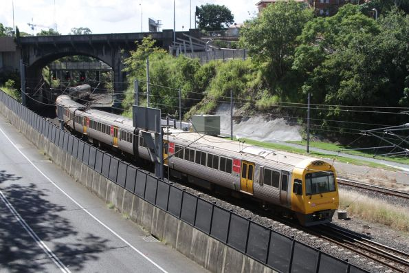 IMU103 arrives at Roma Street on a suburban service via Normanby
