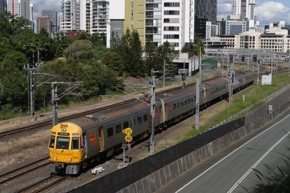 IMU154 heads back towards Normanby at Roma Street
