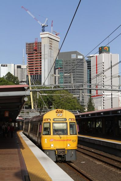 ICE152 arrives into Roma Street platform 8