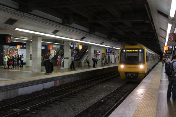 IMU121 arrives into Central station platform 3 with a Brisbane Airport bound service