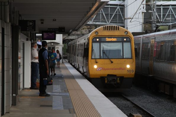 IMU109 arrives into Bowen Hills with a Doomben service