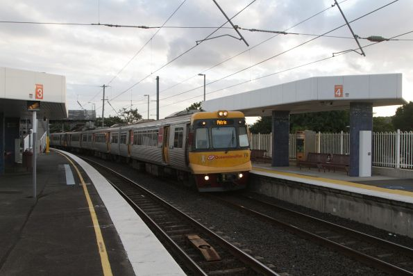 EMU70 arrives into Albion with a Petrie bound service