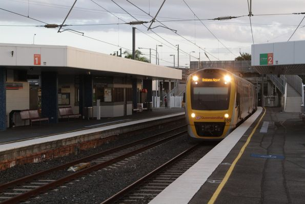SMU280 arrives into Albion with a Brisbane Airport bound service