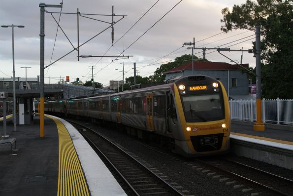 IMU174 passes through Wooloowin with a northbound Nambour service