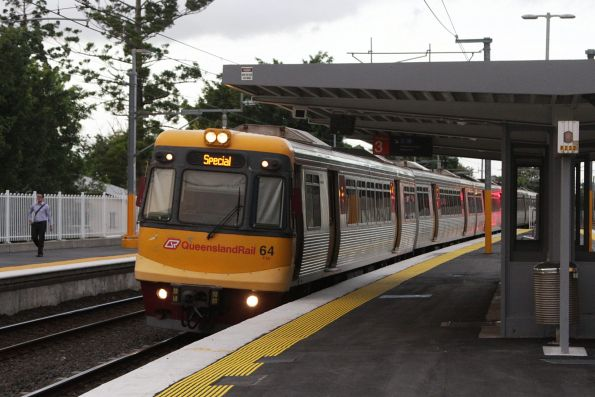 EMU64 passes through Wooloowin with a citybound empty cars move