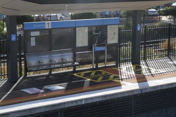 Additional 'safety zone' at the up end of Sunshine platform 1