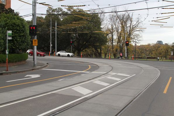 Route 58 turns the corner at Toorak Road and Park Street
