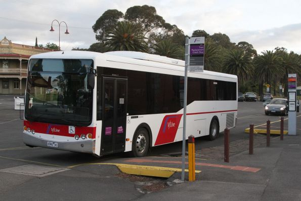 V/Line liveried urban bus 6982AO at Castlemaine station