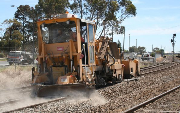 Ballast regulator 3rd run: levelling top by dragging