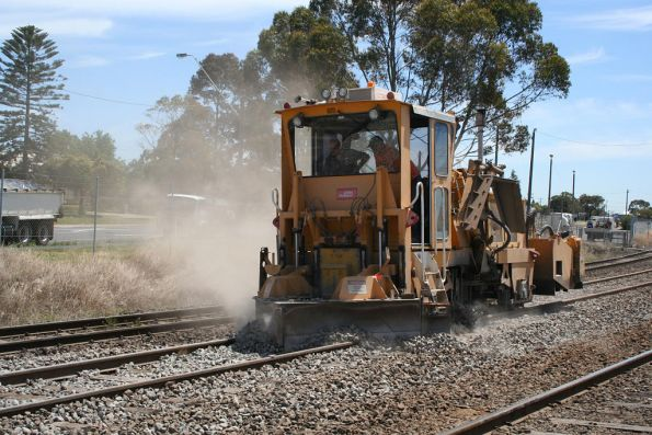 Ballast regulator 4th run: levelling top by dragging
